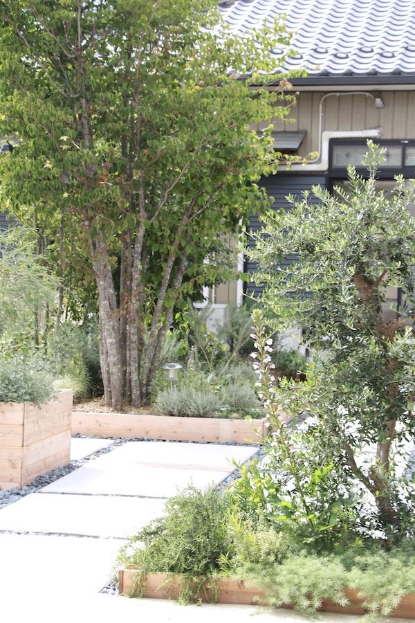 四季折々の植物が楽しめる花壇
